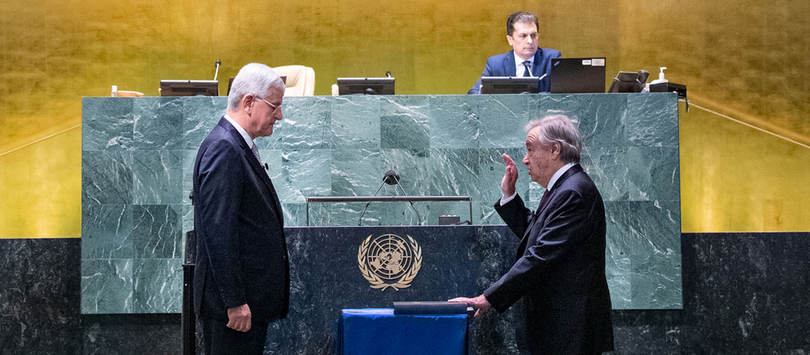 António Guterres (right) takes the oath of office for his second five-year term as Secretary-General of the United Nations. UN Photo/Eskinder Debebe
